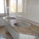 granitowy blat w łazience